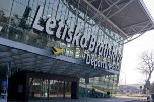 bratislava_airport_title1-696x464